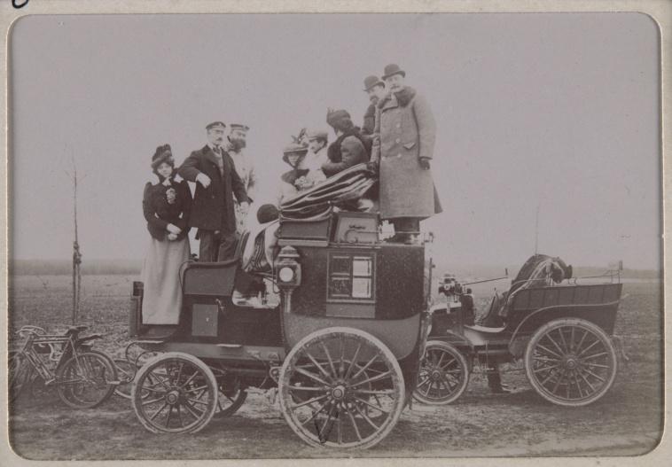 anonyme course paris amsterdam 1898 voiture de mm charron et cl ment images d art. Black Bedroom Furniture Sets. Home Design Ideas