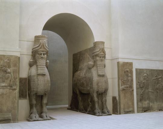 Mus e du louvre vue de la cour khorsabad avec la porte for Porte de cour