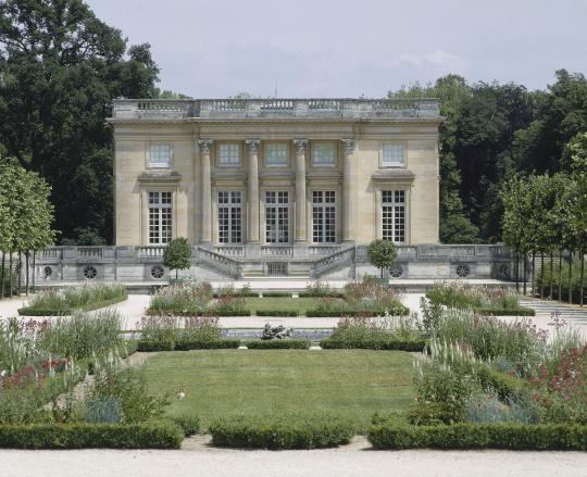 Vue ext rieure du petit trianon fa ade sud sur les for Jardin anglais du petit trianon