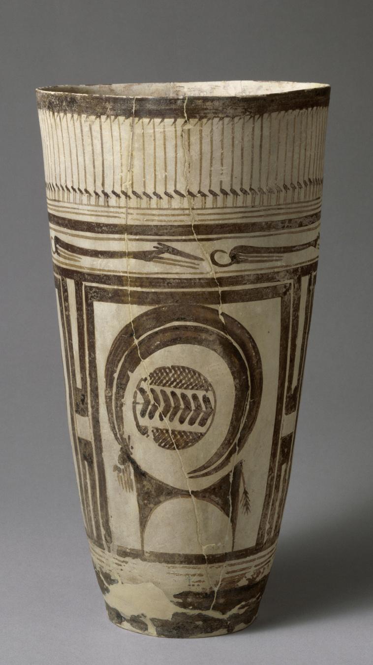 Boisseau Ceramique : Grand boisseau ? d?cor de bouquetins et ?chassiers Images d