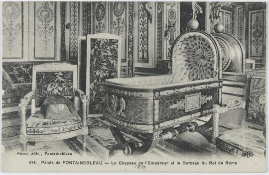 palais de fontainebleau chapeau de napol on ier et le berceau du roi de rome images d art. Black Bedroom Furniture Sets. Home Design Ideas