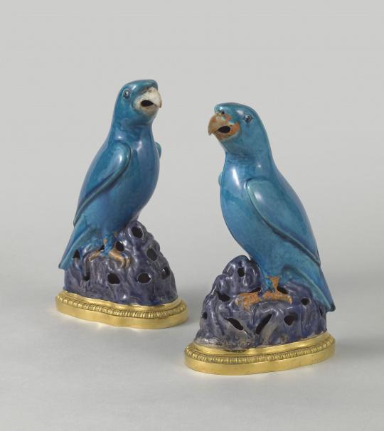 Fontaine à parfum ; paire de perroquets ; paire d'aiguières | Images d'Art