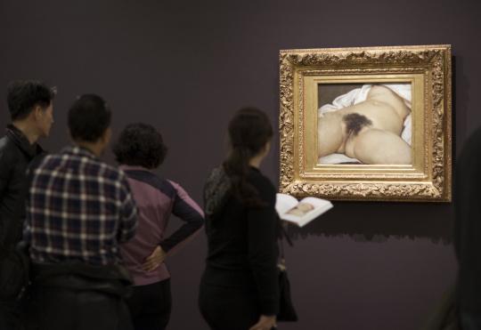 Public Devant Le Tableau De G Courbet L Origine Du Monde Images D Art